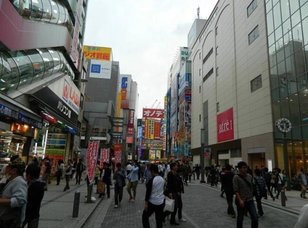 Calle en el barrio de Akihabara en Tokio