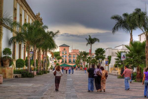 Camina por la Plaza de San Marcos en Aguascalientes